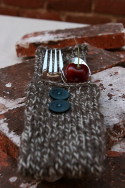 Knitted-silverware-cozies-wedding-ideas-250x375